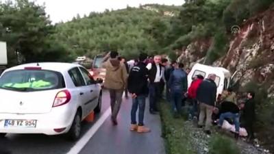 Bodrum'da Askerleri Taşıyan Minibüs Kayalıklara Çarptı Açıklaması 3 Yaralı