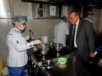 Çeşme'de Çalışan Aşçılar, Ustalık Ve Kalfalık Belgesi İçin Sınava Girdi