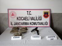 Jandarmanın Park Halindeki Araçta Yaptığı Aramada 500 Gram Esrar Yakalandı