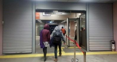 Marmaray'da Teknik Arıza Açıklaması Seferler Gecikmeli Yapılıyor