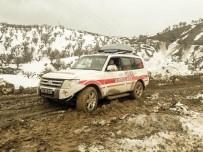 Sason'da 12 Saatlik Karla Mücadelenin Ardından Hastalara Ulaşıldı