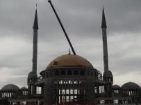 ERMENI - Taksim Camii'nin Minarelerinin Külahları Yerleştirildi