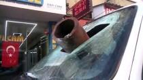 Afyonkarahisar'da Otomobilin Üzerine Baca Düştü