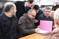 YOL ÇALIŞMASI - Başkan Üzülmez  Vatandaşlarla Bir Arada