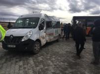 SERVİS ARACI - Belediye Otobüsü İle Servis Aracı Çarpıştı Açıklaması 6 Yaralı