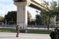 ÖZEL HAREKET - Çılgın Aşığın Silahlı İntihar Girişimi Özel Harekat Polisini Alarma Geçirdi
