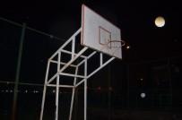 Kendini Basket Potasına Asan Genci Polis Son Anda Kurtardı