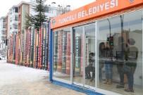 Kitap Dekorlarıyla Güzelleşen Tunceli'de, Klimalı Duraklarda Soğuktan Koruyor