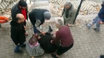 PAZAR ALIŞVERİŞİ - Kızılırmak'a Atlayan Kadını Çevredekiler Kurtardı