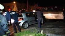 YENİ KÖPRÜ - Kontrolden Çıkan Otomobil Köprüde Asılı Kaldı