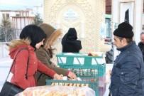 NEVÜ Öğrencilerine Nevşehir Belediyesinden Sıcak Süt Ve Poğaça İkramı