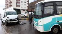 GÜLÜÇ - Öğrenci Servisi Minibüsle Kafa Kafaya Çarpıştı Açıklaması 5 Yaralı
