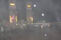 Otomobil Askeri Tıra Çarptı Açıklaması 1 Ölü 1 Yaralı