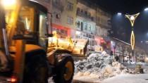 MUHAMMET FUAT TÜRKMAN - Şemdinli'de Karla Mücadele Ekibinin Akşam Mesaisi