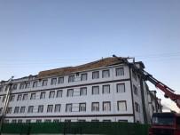 KORUCUK - Sinop'ta Fırtına Yıktı Geçti