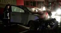 Direğe Çarpan Otomobil Alev Aldı Açıklaması 3 Yaralı