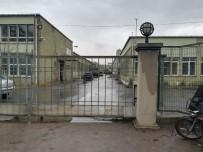 FARABI - Fabrika Yıkımında İşçiler Çatıdan Düştü Açıklaması 1 Ölü 1 Yaralı