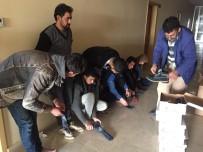 KAÇAK MÜLTECİ - Hatay'da Yakalanan Kaçak Mültecilere Yardım