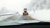 AKARYAKIT TANKERİ - Kartepe'de Kar Kalınlığı 2 Metreye Ulaştı