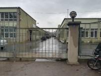 FARABI - Kocaeli'de Fabrika Yıkımında İşçiler Çatıdan Düştü Açıklaması 1 Ölü 1 Yaralı