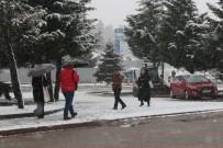 KOCAELI ÜNIVERSITESI - Kocaeli'de Kar Yağışı Tekrar Başladı