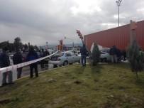Kontrolden Çıkıp Bir Otomobile Çarpan Tır, Başka Bir Otomobilin Üzerine Yıkıldı