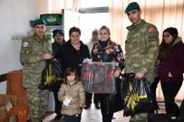 BARıŞ GÜCÜ - Kosovalı Kadınlar Mehmetçik İle Birlikte Yardım Dağıttı