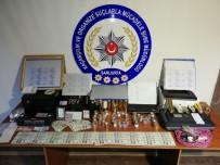 KİMLİK KARTI - Sahte Türk Lirası, ABD Doları Ve Irak Dinarı Basan Çeteye Suçüstü