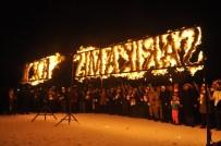 YUSUF İZZET KARAMAN - Şehitler Anısına JAK Timlerinden Meşaleli Kayak Gösterisi