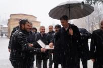 Bakan Kurum, Kar Yağışı Altında Vatandaşlarla Sohbet Etti