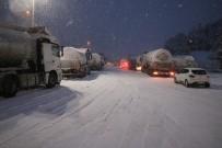 Bolu Dağı Kar Nedeniyle Ağır Araçlara Kapatıldı