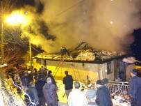 İTFAİYE ARACI - İtfaiye Aracı Kara Saplandı, Yangına Köylüler Müdahale Etti