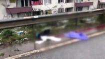 NECİP FAZIL KISAKÜREK - Kaza Yapan Otomobilden Fırlayan Genç Kız Öldü