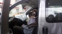 MADDE BAĞIMLISI - (Özel) Direksiyon Başında Sızdı, Benzin İstasyonuna Dalıp Otomobile Çarptı