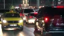 TAKSIM - Taksim'de Kar Yağışı Başladı, Vatandaşlar Telefona Sarıldı
