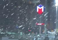 TAKSIM - Taksim'de Kar Yağışı