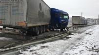 Tosya'da Kar Ve Sis Sonrası Maddi Hasarlı Trafik Kazası Meydana Geldi