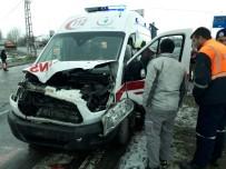 Ambulansla Kamyonet Çarpıştı Açıklaması 2 Yaralı
