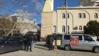 Camiyi Isıtmakta Zorlanan Cemaat Çareyi Panjurla Bölmekte Buldu