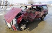 Cip İle Otomobil Çarpıştı Açıklaması 2'Si Çocuk 3 Yaralı