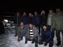 Dağda Kardan Mahsur 10 Kişi Belediye Ekiplerince Kurtarıldı