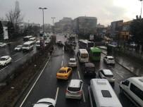 BÜYÜKDERE - Kayganlaşan yolda otomobil takla attı