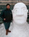 Kardan Shrek Heykeli Yapan Adamın Hedefi 3 Odalı Ev Yapmak