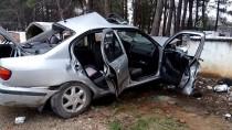 Mezarlık Duvarına Çarpan Otomobilinin Sürücüsü Öldü