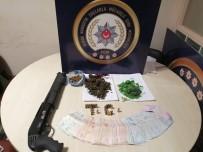 SAVCILIK SORGUSU - Polisi Görünce Uyuşturucuyu Yakmaya Çalıştılar