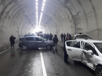 KARAHISAR - Tünelde 6 Araç Birbirine Girdi