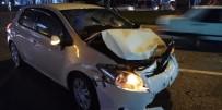 Üç Araç Birbirine Girdi Açıklaması 5 Yaralı