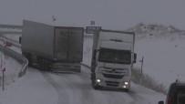 Ardahan'da Kar Ve Tipi Yolları Kapattı