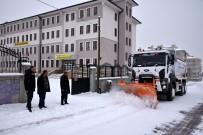 KAR LASTİĞİ - Başkan Pekyatırmaca'dan Kar Temizleme Ekiplerine Ziyaret