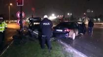 KIRMIZI IŞIK - Bursa'da İki Otomobil Çarpıştı Açıklaması 4 Yaralı